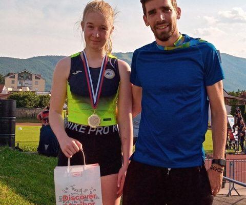 Pionirka Zala Ferenčak zmagala med mladinkami na 600 m v Mariboru